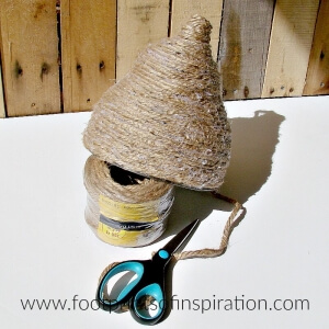 I love this easy DIY beehive tutorial. It'll look great on my front porch in several different sizes.