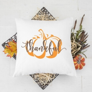 Create these easy DIY Fall and Thanksgiving Throw Pillows with Free SVG Cut file