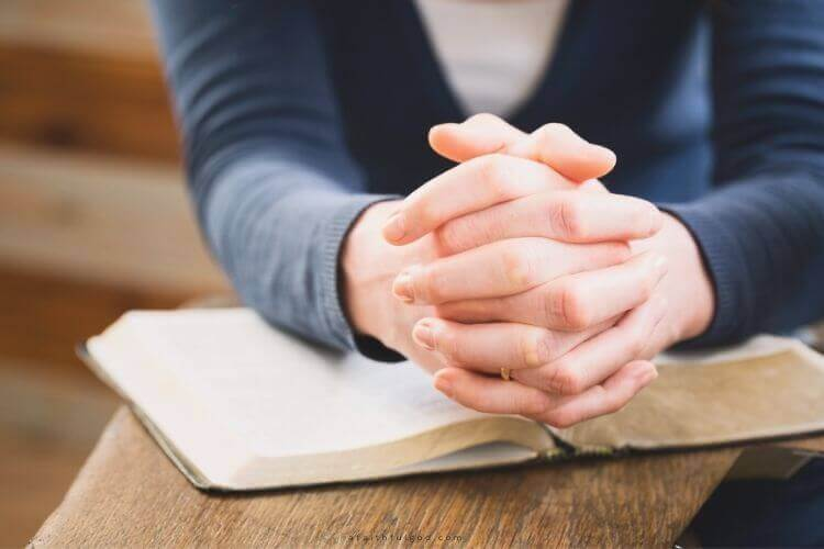 woman praying to get closer with God